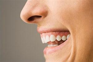Менопауза разрушает женские зубы