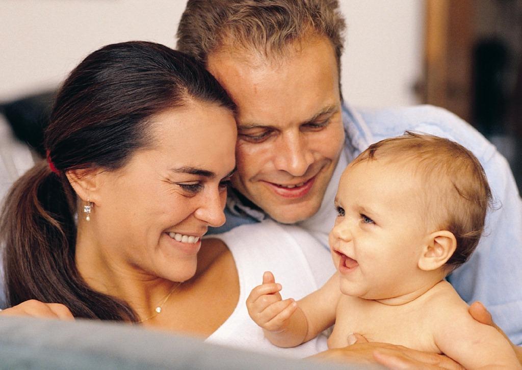 Почему папы больше любят девочек, а мамы — мальчиков?