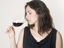 Алкоголь защитит женщин от возрастных проблем