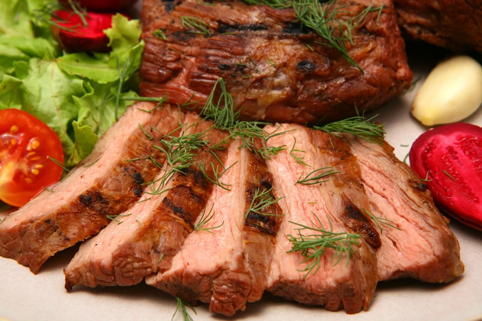 Беременным нужно отказаться от мяса