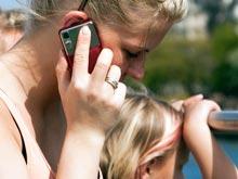 Детям и женщинам опасно пользоваться телефоном, утверждают врачи