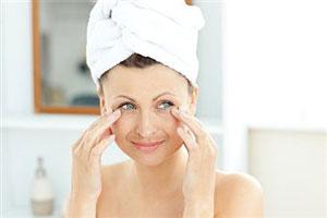 Как правильно ухаживать за кожей лица осенью и зимой