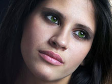 Половина женщин имеет зависимость от косметики, установил опрос