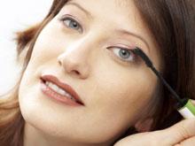 Опрос: праздники заставляют женщин активнее краситься