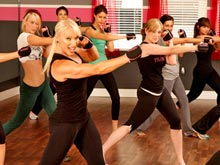Занятия — смесь бокса и пилатеса — обещают развить равновесие и снизить вес