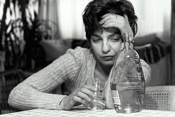Неумеренное потребление спиртного в несколько раз опаснее для женщин