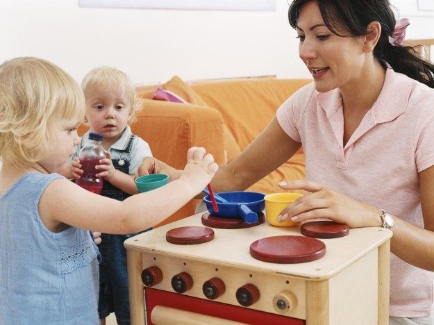 Что выбрать няню или детский сад