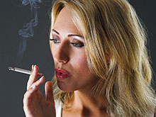 Менструальный цикл напрямую влияет на тягу к курению