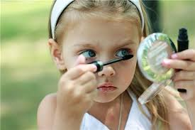 Учим дочерей краситься