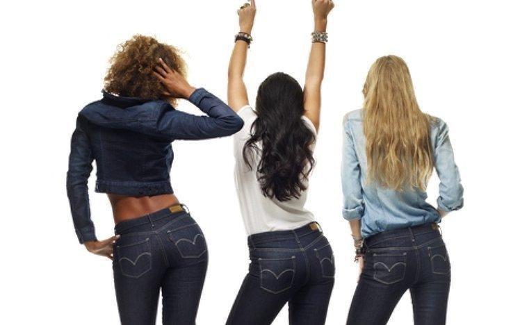 Как должны сидеть джинсы на девушке сзади