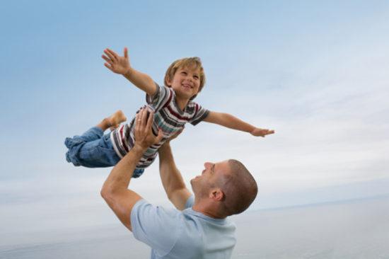 Кому воспитывать ребенка — родителям или интернету?