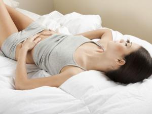 За сбоями в менструальном цикле подростков может скрываться опасный синдром