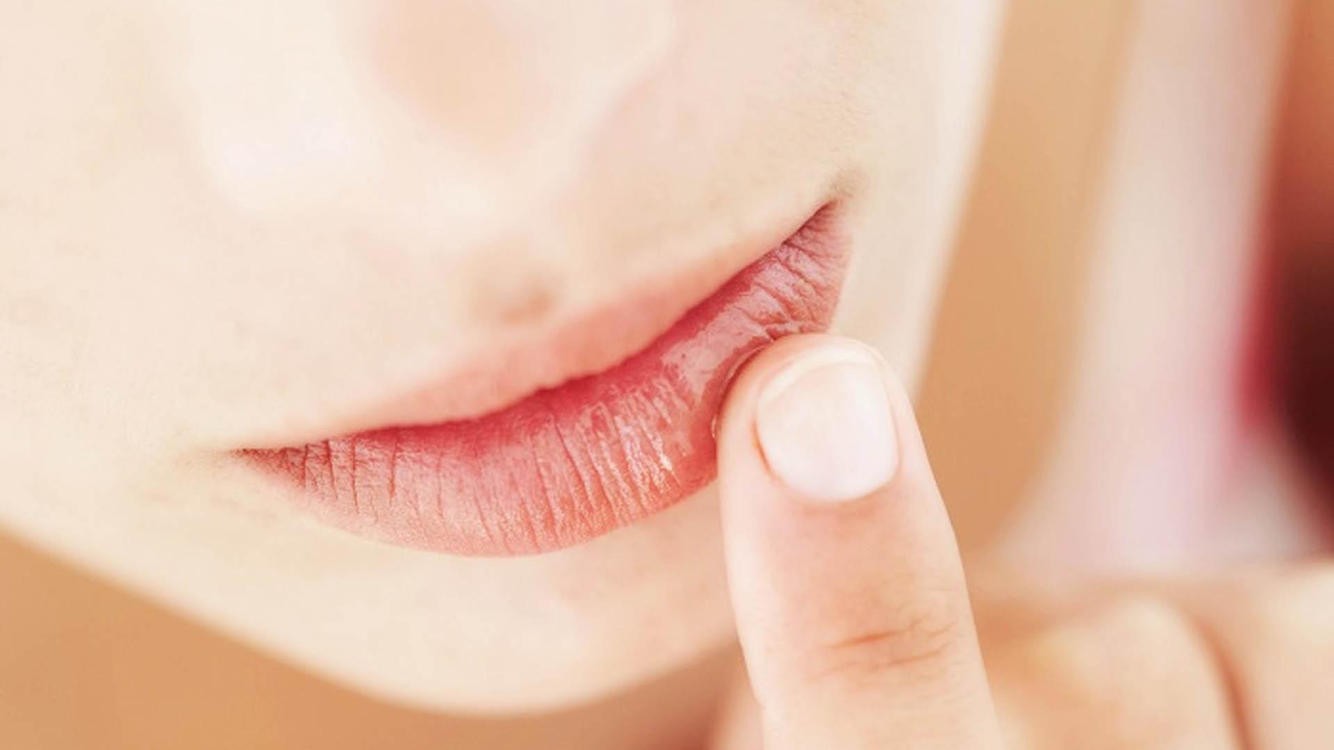 Как увеличить объем губ в домашних условиях