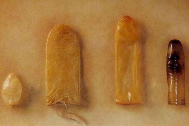 «Не роди диктатора» и еще 9 самых необычных презервативов