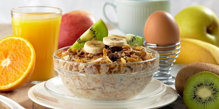Основной вариант диеты в лечебных и профилактических заведения — меню на семь дней с подсчетом калорий