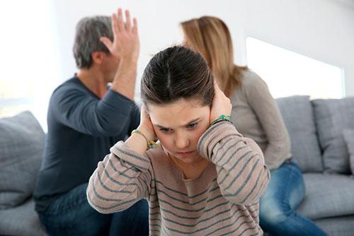 Семейные скандалы при ребенке. К чему это может привести?