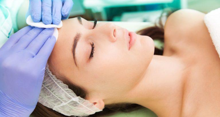 Популярные процедуры для омоложения лица в профессиональном салоне красоты