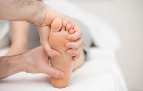 Можно ли лечить шпору на пятке в домашних условиях народными средствами?