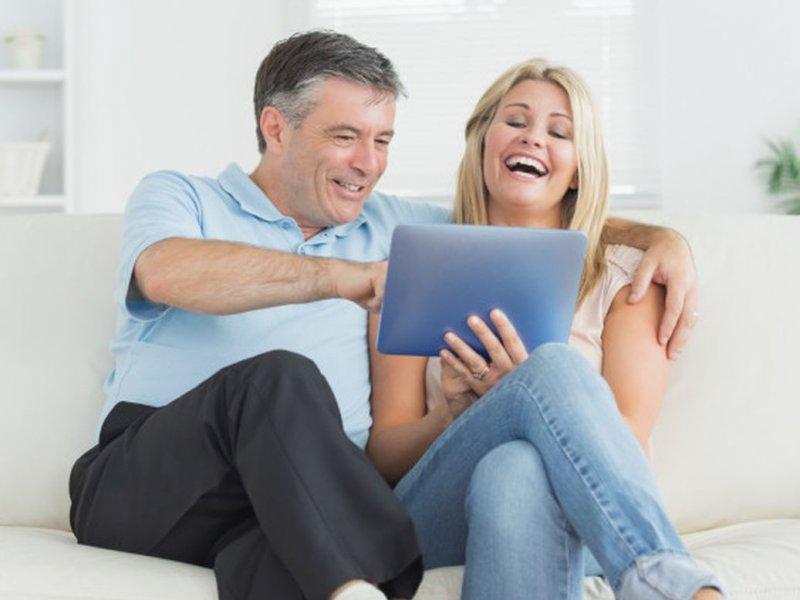Юмор в отношениях как полезен, так и нет