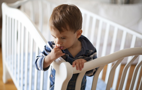 «Авария» в кроватке. Почему у детей бывает энурез?