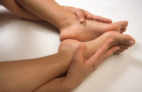 Как лечить трещины на коже рук и ног (пальцы, пятки, подошвы…)
