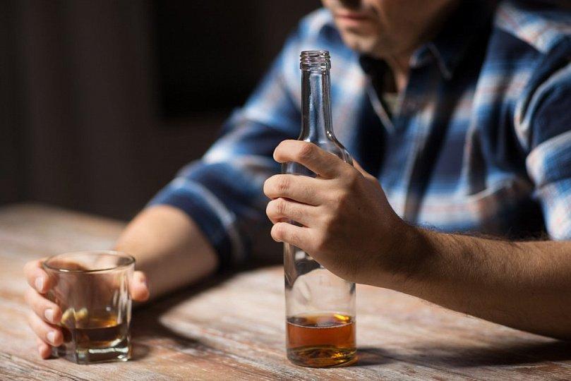 Как алкоголизм влияет на психику и здоровье человека?