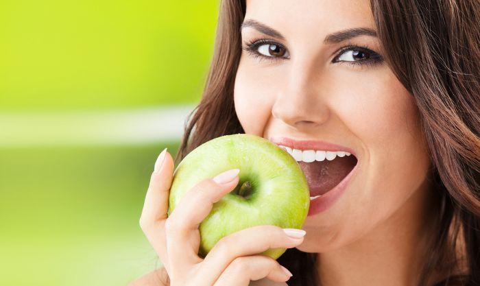 Привычки, которые сохранят красивую улыбку