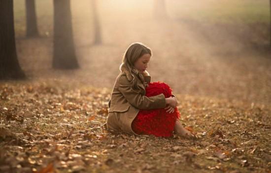 Мифы: действительно ли сидение на холодной земле опасно для здоровья девочек?