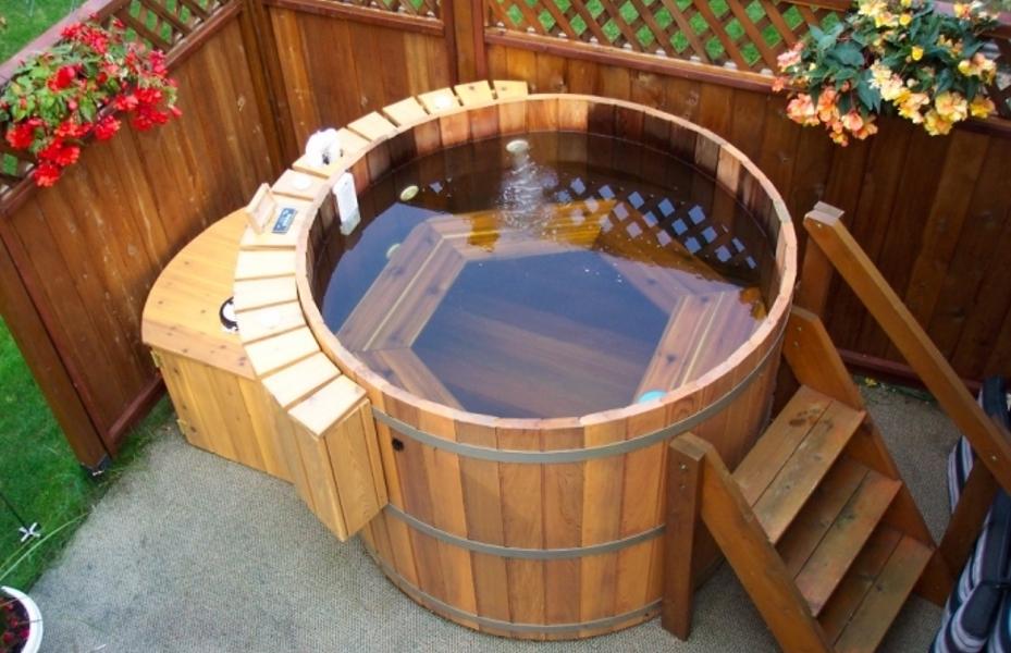 Деревянные купели: выбираем материал для «мини-бассейна»