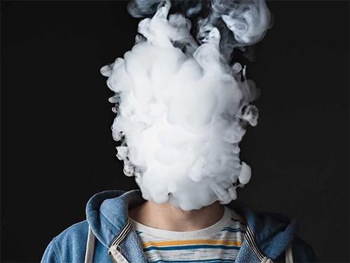 Родители часто курят электронные сигареты при детях