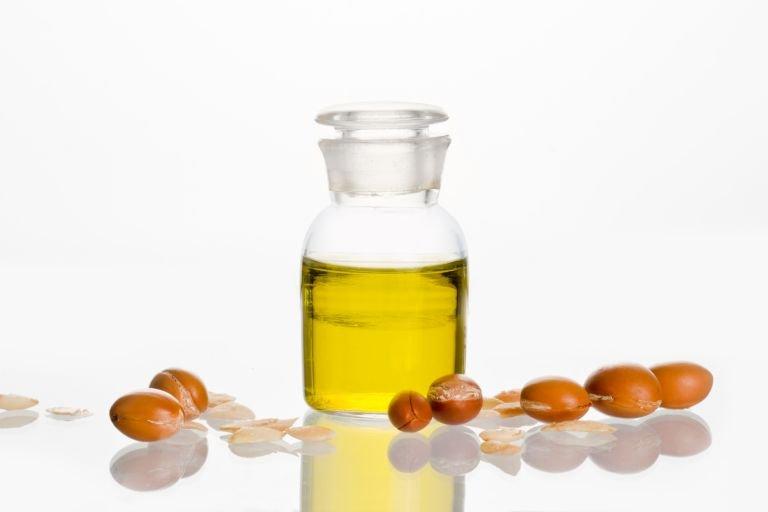 Оливковое, ромашковое, аргановое и масло макадамии — для чего подходит каждое из них?