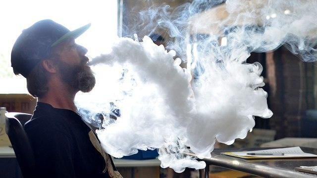 Электронные сигареты могут вызвать состояние, похожее на COVID-19 — реабилитолог