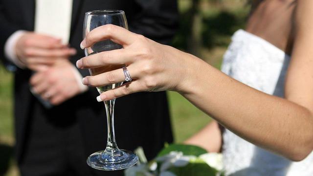 Ранний брак может провоцировать злоупотребление алкоголем