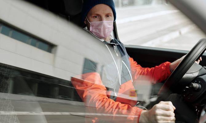 Нужно ли надевать маску в собственном автомобиле
